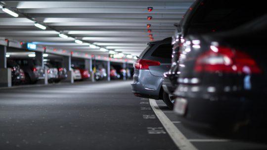 Astuces pour trouver un parking pas cher à l'aéroport